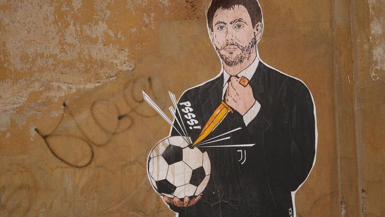 Így bukott el két nap alatt a gazdagok futballreformja