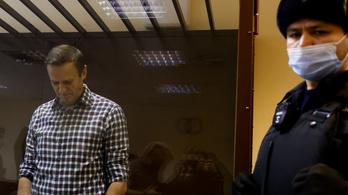 Navalnijnak le kéne állni az éhségsztrájkkal az orvosok szerint