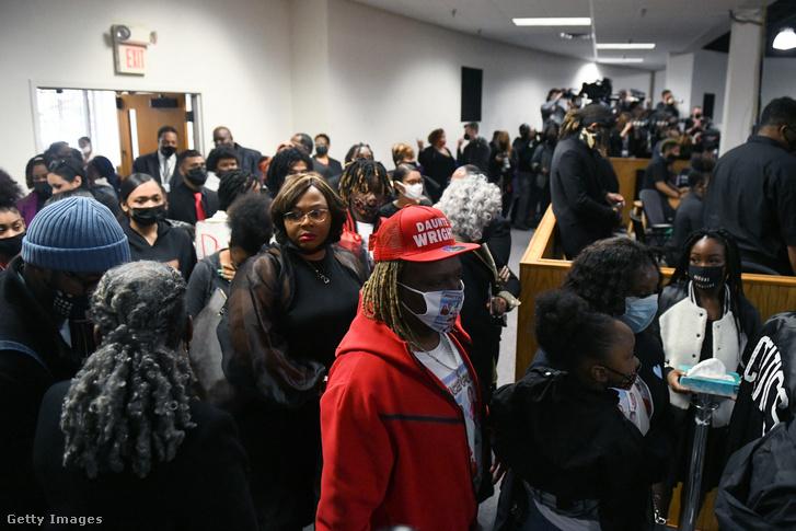 Gyászolók gyülekeznek Daunte Wright temetése előtt