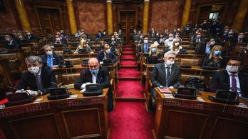 Módosították a szerb költségvetést: hitelek miatt nő a hiány