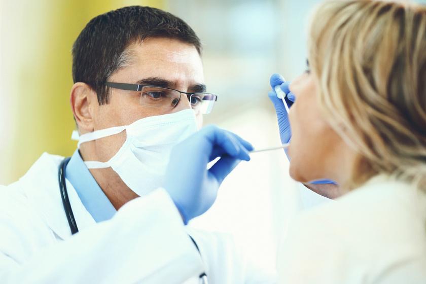 Rekedtség, torokfájás az első tünet: a torokköszörülés csak ront a hangszalaggyulladáson