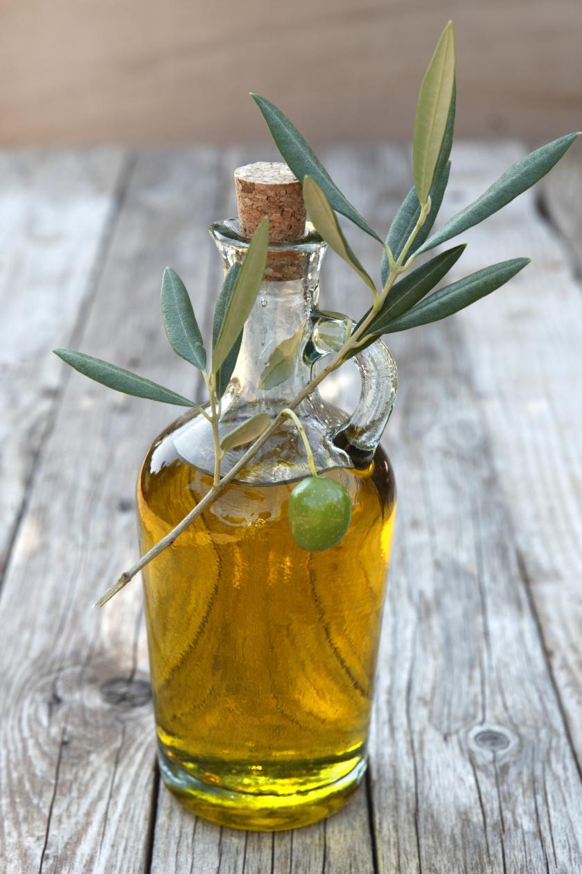 olívaolaj üvegben álló ok