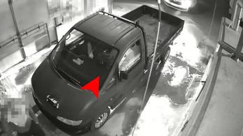 Helyet cserélt az ittas sofőr és barátja igazoltatás előtt, pechükre felvette egy kamera
