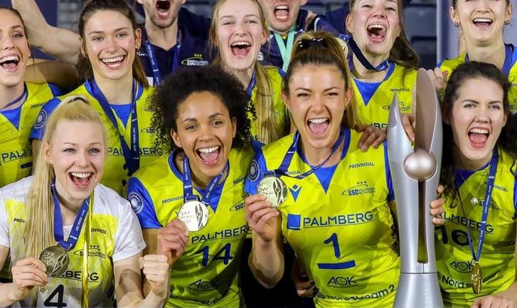 Szakmáry Gréta (1) és a Schwerin csapata megnyerte 2021-ben a Német Kupát
