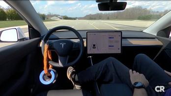 Túl könnyű átverni a Tesla Autopilot-ot