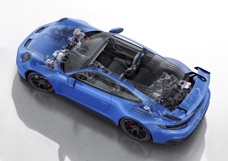 Öt lengőkaros az új GT3 hátsó felfüggesztése is, de segédrugót kapott a főrugó, szilentblokk helyett GL szemmel kapcsolódik az alsó kar és áthangolták a változó csillapítást is. A hátsókerék-kormányzás maradt