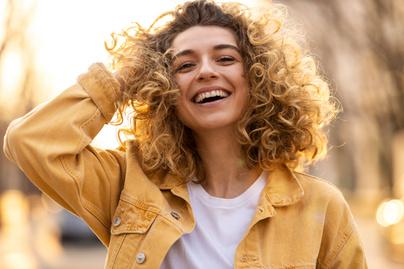 boldog nő