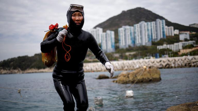 A klímaváltozás ellehetetleníti a tenger asszonyainak életét