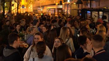 Bulinegyeddé változott a főváros az első félszabad estén