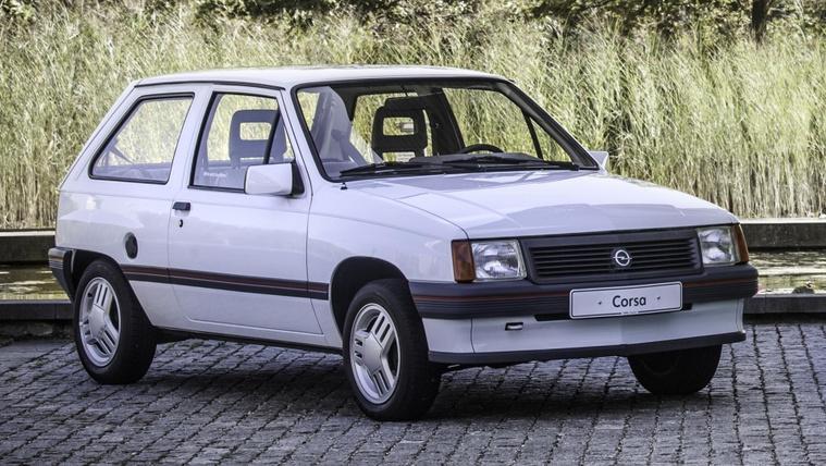Élményfosztó autó: koncertre menet lerohadó Opel Corsa
