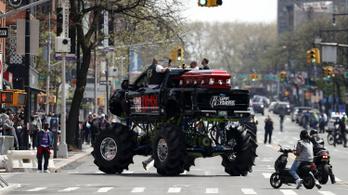 Monster Truck vitte a koporsót DMX temetésén