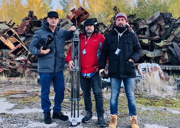 Vujity Tvrtko, Varga Dezső és Varga Zsolt a csernobili mentésben használt járművek hulladéktelepén