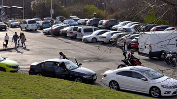Négymillió beoltott után újra fizetős lesz a parkolás?