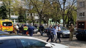Véres családi tragédia Zuglóban: két és fél éves gyermeke előtt szúrta le feleségét egy férfi