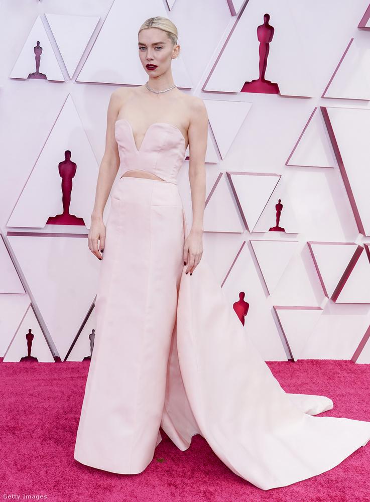 Vanessa Kirbyt viszont jelölték a legjobb női főszereplő díjára (Pieces of a Woman), de ezt ugye McDormand vitte.