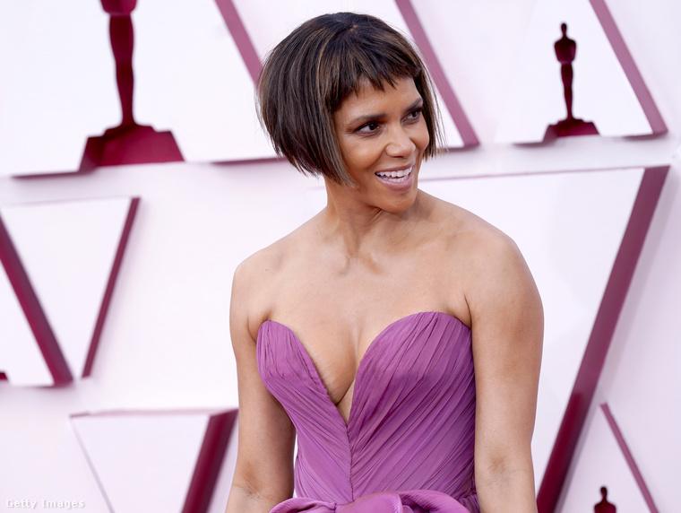 Az est legrejtélyesebb megjelenésének díját ezennel Halle Berrynek ítéljük, aki nem elég, hogy új, a megszokottnál jelentősen rövidebb frizurá vágatott,