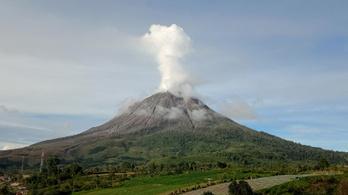 Kitört a Sinabung vulkán