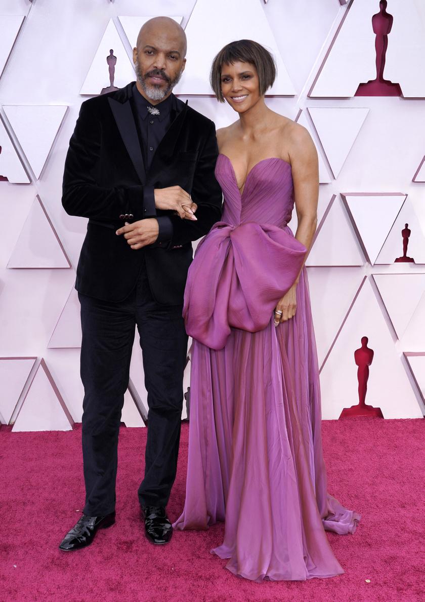 Halle Berryt zenész párja, Van Haunt kísérte el a gálára.