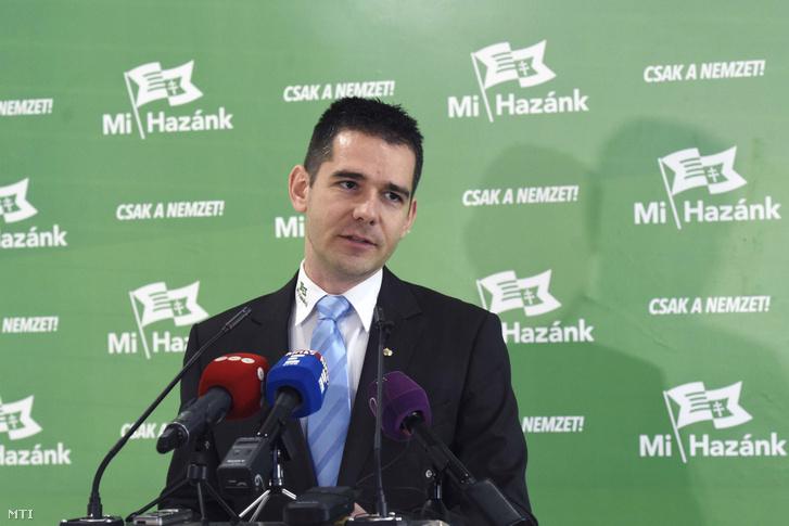 Novák Előd a Mi Hazánk Mozgalom alelnöke sajtótájékoztatót tart a Mi Hazánk VIII. kerületi központi irodájában 2019. február 27-én