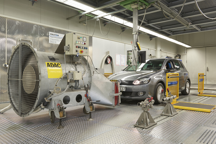 A dízelmotoros autóknál folyamatosan csökken a laborban és a valós forgalomban mért nitrogén-oxid kibocsátás közötti különbség. A cél a különbség megszűnése