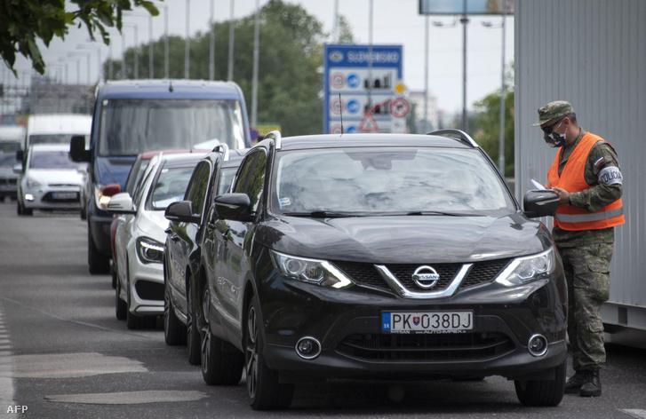 Pozsony-Berg forgalmas határátkelő Szlovákia és Ausztria között.