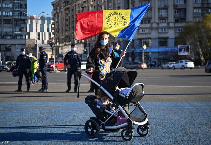 Kétgyermekes román anyuka is tűntetett a kijárási korlátozások ellen Bukarestben.