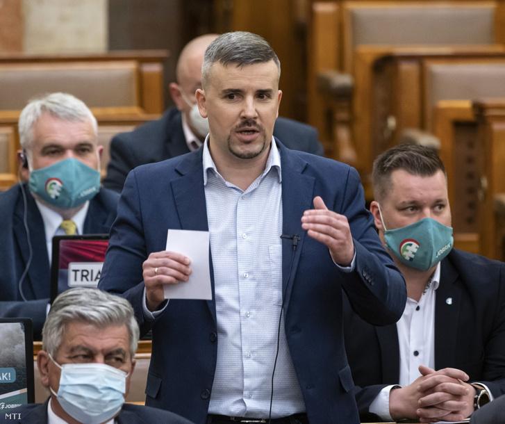 Jakab Péter, a Jobbik frakcióvezetője napirend előtt felszólal az Országgyűlés plenáris ülésén 2021. április 26-án