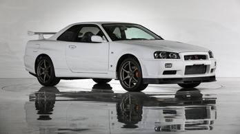 Isten se menti meg a vitrintől a makulátlan fehér Skyline GT-R-t
