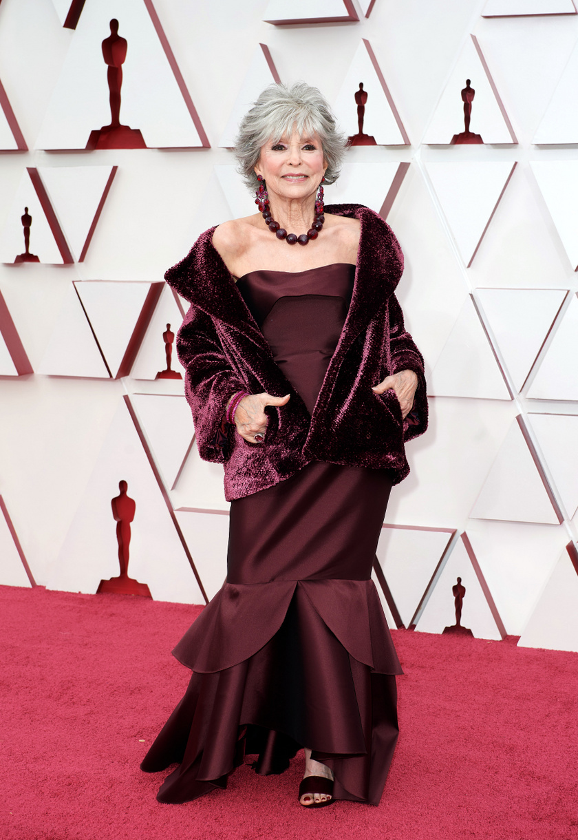 A 89 esztendős Rita Moreno csak úgy ragyogott a vörös szőnyegen.