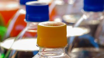 Jelentősen csökkent az üdítőitalok, gyümölcslevek cukor- és kalóriatartalma Magyarországon