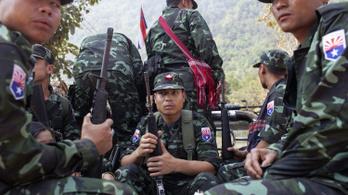 Éleződik a mianmari helyzet: felkelők rohanták le a hadsereg egy állását