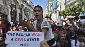 Feloszlatták a rendőrök a kormányellenes tüntetést Algéria fővárosában
