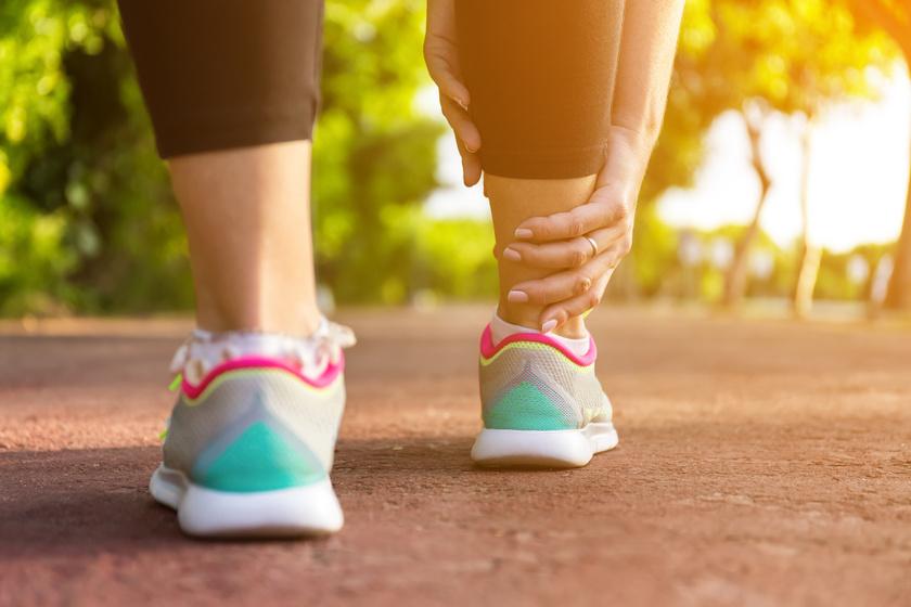 Pajzsmirigyproblémát is jelezhet a fájó, duzzadt boka: 4 betegség, ami a háttérben állhat