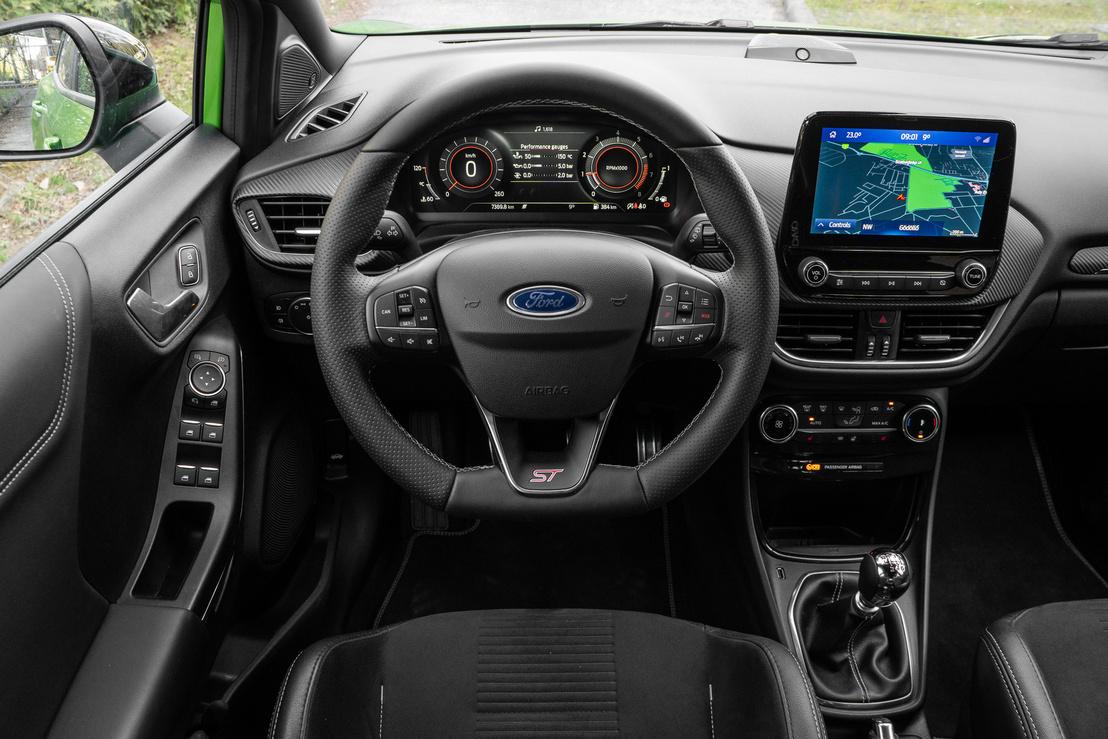 Innen nézve bármelyik Puma lehetne, sőt a Fiesta belső is nagyon hasonló