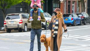 A nap képe: na melyik híres család sétált egyet New Yorkban?