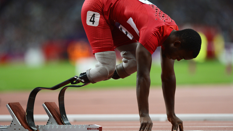 Rasszizmussal vádolja az atlétikai világszövetséget az épektől eltiltott parasportoló