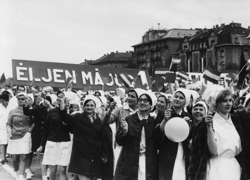 Bár a munkáscsoportok iránti szolidaritási események a 19. századra nyúlnak vissza, sőt, itthon már 1919-ben is tartottak egy felvonulást, május 1-je a második világháború után kapott igazán hangsúlyt a szocialista blokk országaiban.