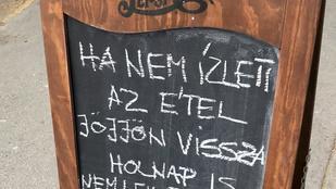 A Damjanich utcában egy szakács táblán üzen azoknak, akiknek nem ízlett az étel