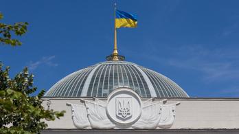 Bombariadót rendeltek el az ukrán parlamentben