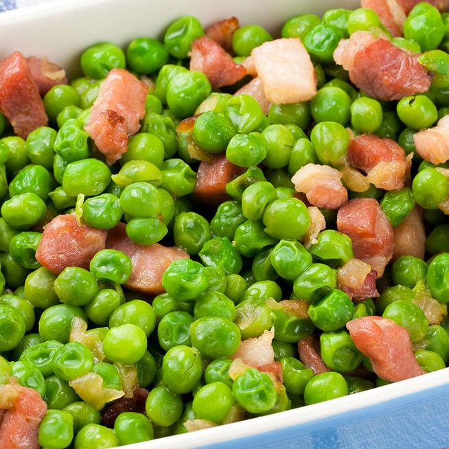 Zsenge zöldborsó szalonnával pirítva – Egyszerű és finom köret