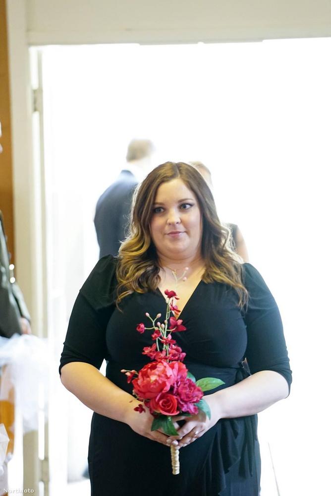 Ebben a lapozgatóban a 34 éves Kara Henderson fogyásának történetét nézheti-olvashatja végig