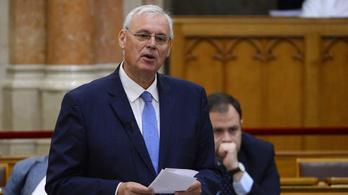 Visszatért a parlamentbe Aradszki András a koronavírus után