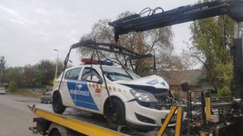 Rendőrautó ütközött kamionnak a Nagykőrösi úton