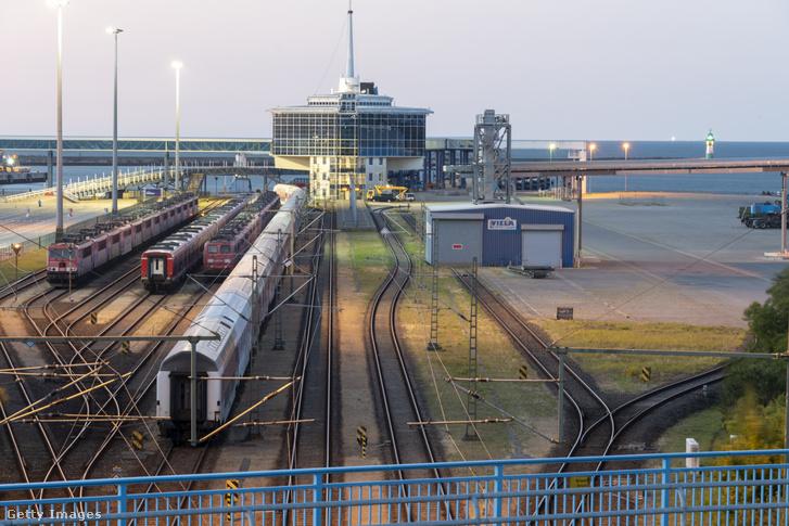 Az új selyemút egyik állomása a németországi Rügen szigetén lévő Mukran kikötőjében, 2020 augusztus 12-én