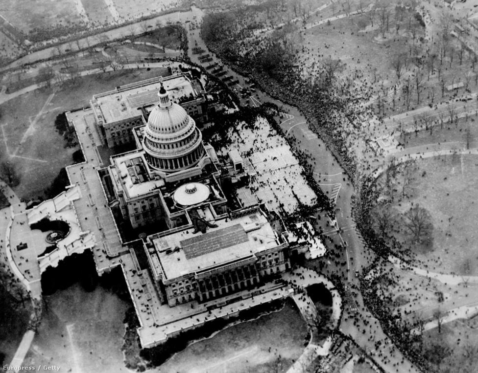 Annak ellenére, hogy Roosevelt nem tartott nyilvános beszédet, kisebb tömeg gyűlt a Kapitólium épülete köré.