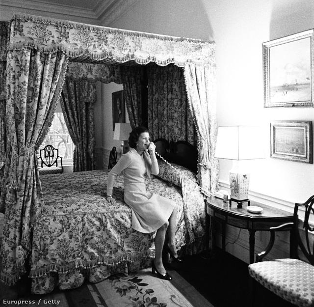 Betty Ford a Fehér Házban. Ő 1974-től 1977-ig lakott itt
