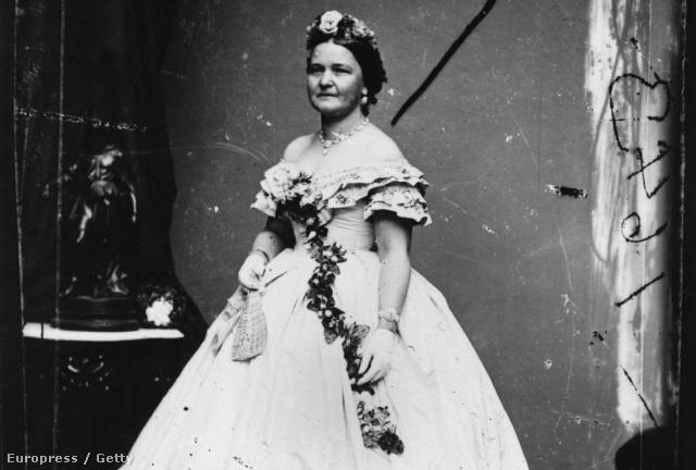Mary Todd Lincoln, az USA 16. elnőkének, Abraham Lincolnnak a neje 1861. május 4-én, két hónappal azután, hogy férjét beiktatták