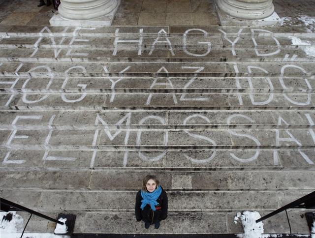 Benczúr Emese az inverz graffitijével