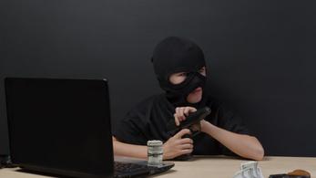 Kötelezi az internetes platformokat a terrorista tartalmak gyors törlésére az EU
