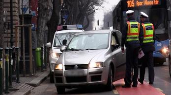 Lecsapott a buszsávokra a budapesti rendőrség